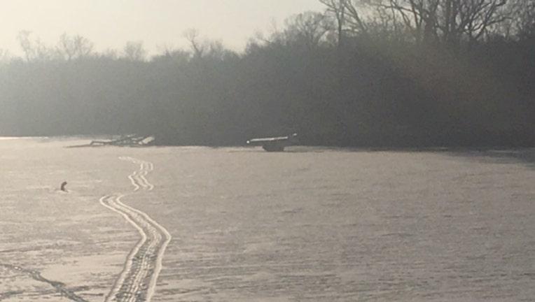 6face7cd-Plane crash on Rock River in Illinois