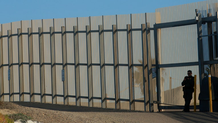 Border wall (GETTY IMAGES)-401720-401720