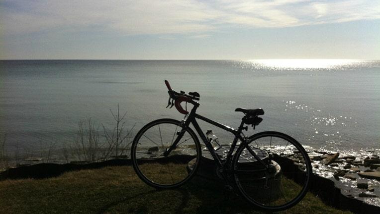 71c19803-lake-michigan-bike_1466532622220.jpg