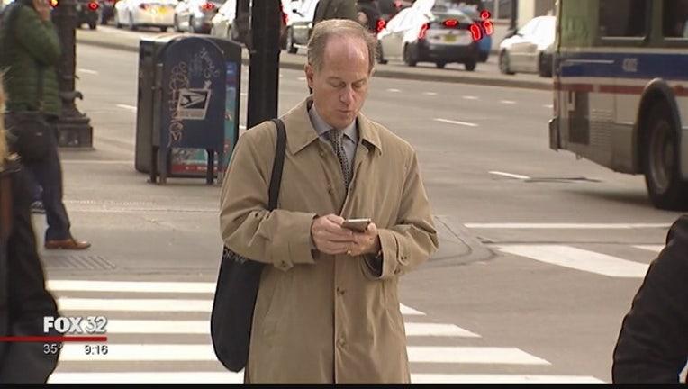 7eac37d0-Chicago_aldermen_seek_to_ban_texting_whi_0_20171109033430