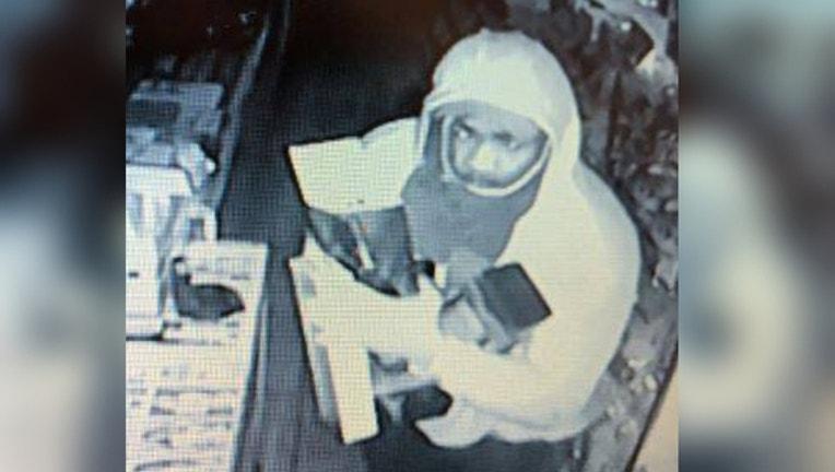 8a7e1a24-aurora-liquor-store-robbery_1539358088996.jpg
