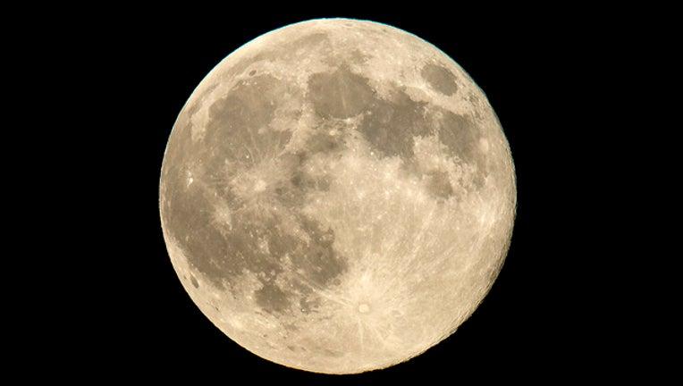8fcec943-nasa moon_1514825980032.jpg-401385.jpg