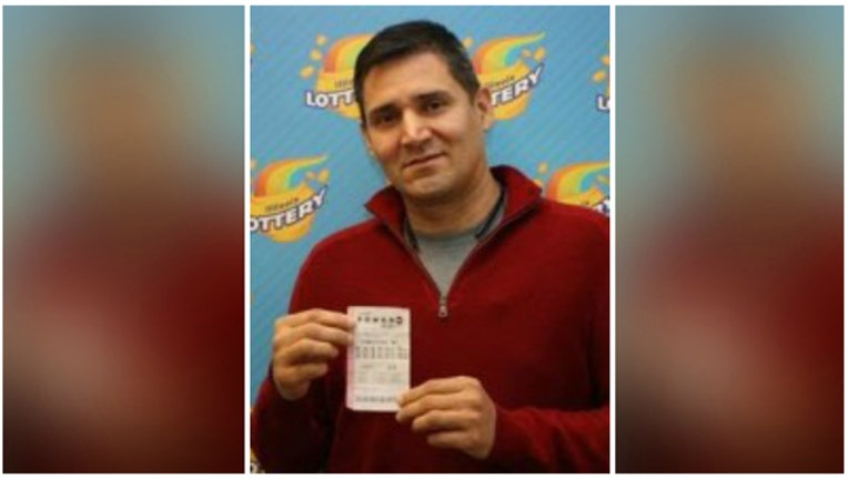 960b9003-Cesar Pineda was carrying around a Powerball ticket worth $50,000 and he did not know it