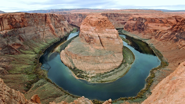 9d4f43bb-Horseshoe bend photo by Brent Myers via Flickr