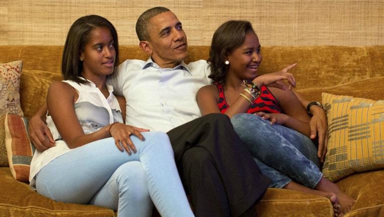 a33bce26-obama_daughters.jpg