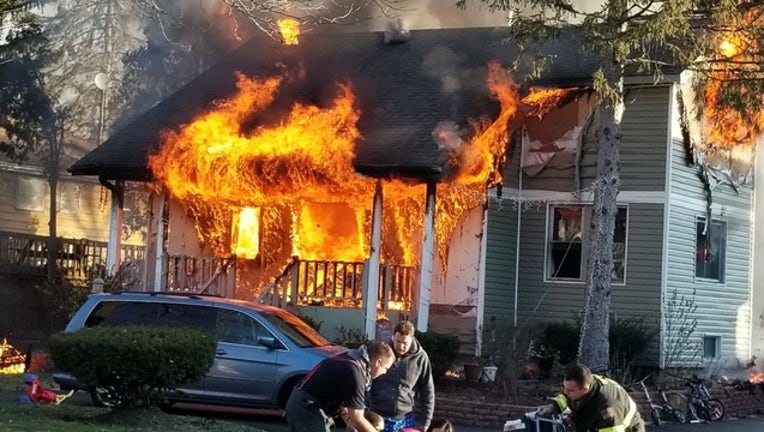 b94a2356-Fire in Lisle home started in the Christmas tree