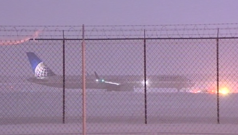 bef98c70-plane-off-runway-ohare-121816_1482071528303.png