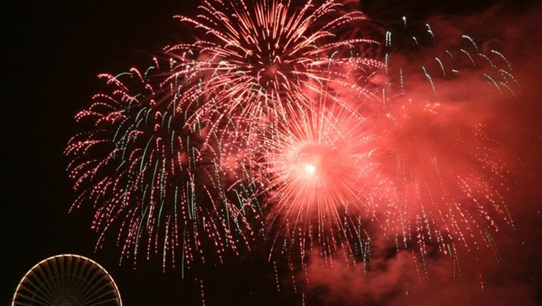 c3e4cb23-navy pier fireworks chicago_1467683424014.jpg
