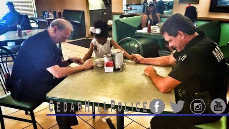 d1bd2976-girl-prays-with-cops_1465056894366.jpg