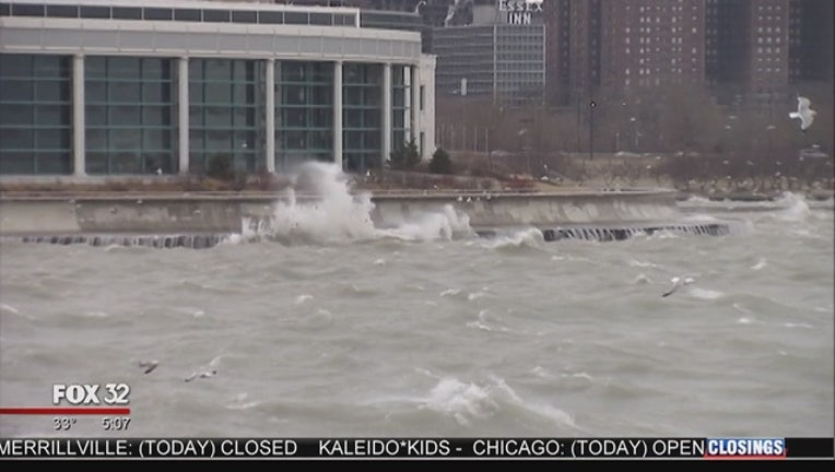 Winds_whip_up_waves_along_lakeshore_0_20160225114804