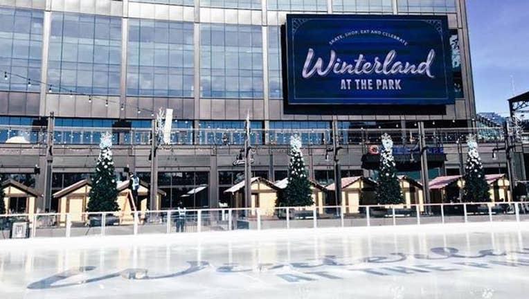 wrigley-field-skating-rink_1511632537519.jpg