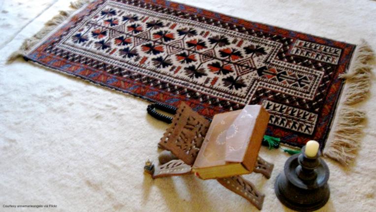 Muslim prayers by annemarieangelo via Flickr
