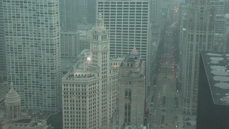 eb0d9ccd-fog-advisory-chicago-wrigley-building