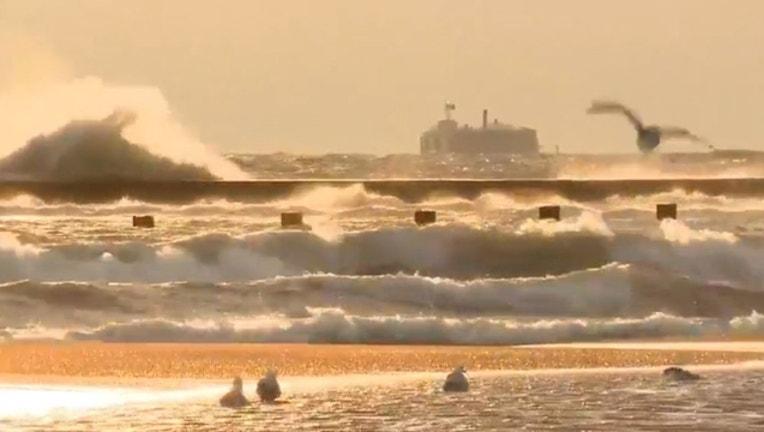 ec130670-lake-michigan-waves-1_1554987779717.jpg