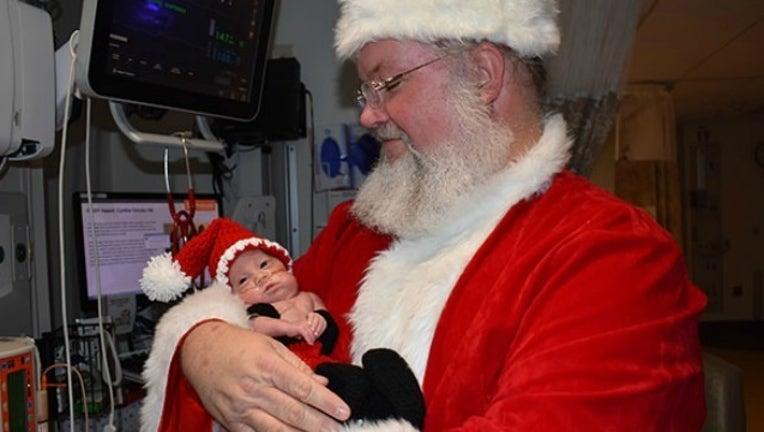 eed52a68-santa visits baby_1513778802981.jpg-404959.jpg