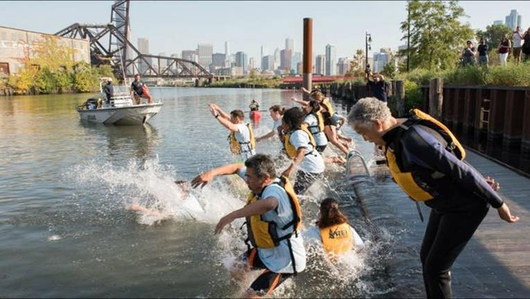 ef969ddf-Chicago and Cook County officials jumped into the Chicago River