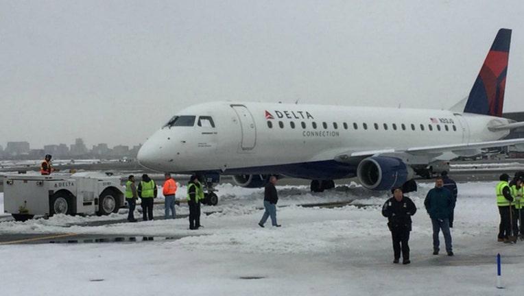 f4b3580b-This Delta flight got stuck in a snowdrift in NYC