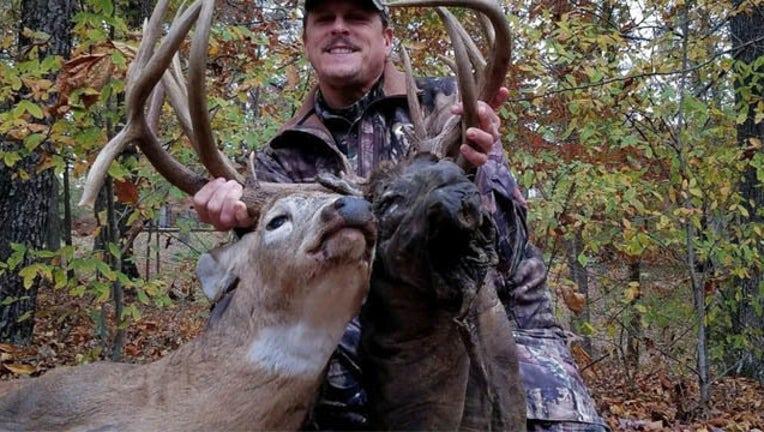 KTBC rare deer 11172018_1542487389171.jpg-407693.jpg