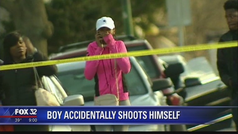 f83473ac-Chicago boy accidentally shoots himself