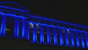 Candlelight vigil honors Chicago's fallen officers outside Soldier Field