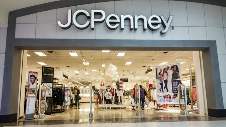 ce45e234-JCpenney mall shopping