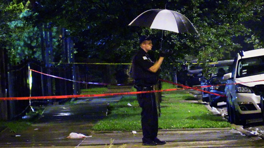 Concealed-carry holder, robber both killed in shootout in Chicago, police say