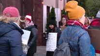 Senator Elizabeth Warren joins striking Chicago teachers as negotiations stall