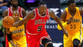Luol Deng signs with Chicago Bulls, retires