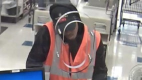 FBI looking for man who robbed a bank on South Side