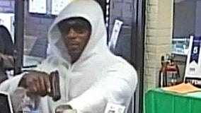 Man uses gun to rob bank on Chicago's Far South Side, FBI says