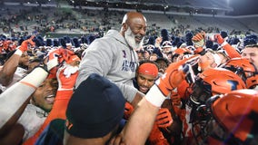 Illinois bowl eligible after storming back to beat Michigan State 37-34