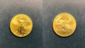 Salvation Army collects first gold coin of season in Chicago area