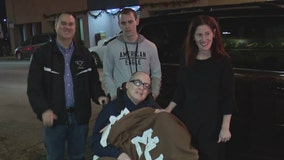 Police officer paralyzed decades ago in the line of duty welcomed home to Chicago
