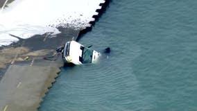 Salt truck plunges into Lake Michigan near Chicago Avenue