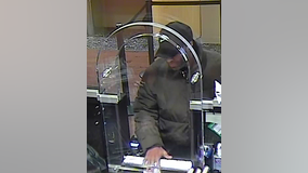 Man wanted for robbing Chase Bank on Near North Side: FBI