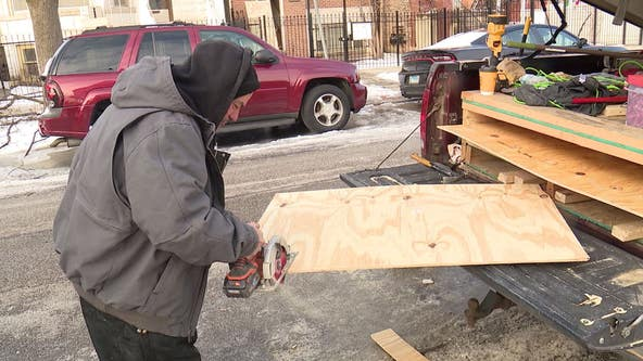 Across Chicago, people working outside face dangerous cold