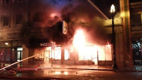 Fire burns South Loop laundromat