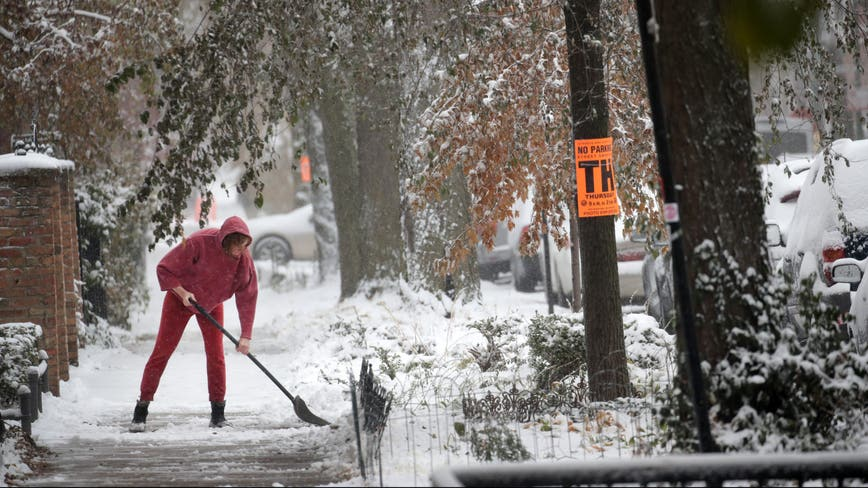 6 inches of heavy, wet snow expected to hit Chicago starting Tuesday: forecasters
