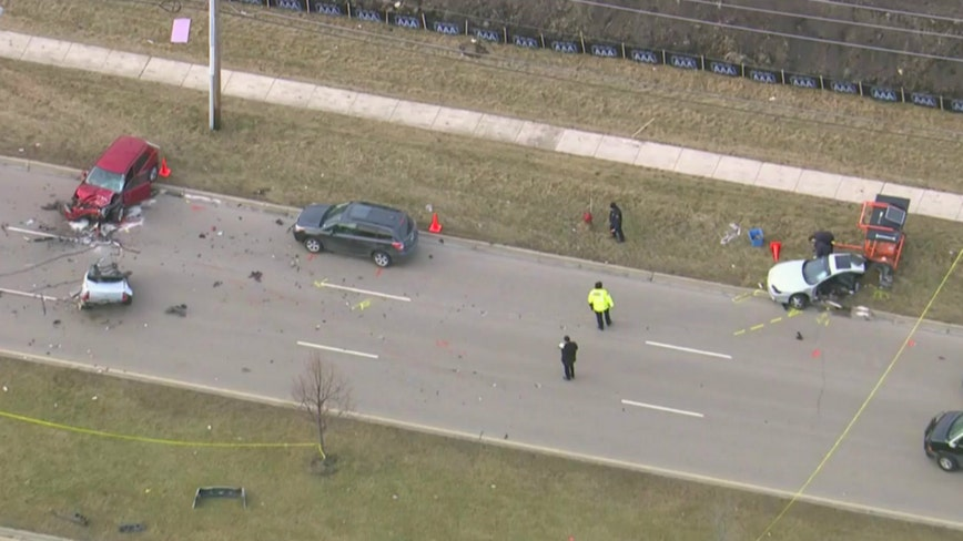 4 injured in crash after shooting sparks chase in Aurora