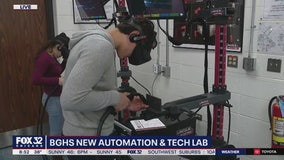 Students at Buffalo Grove HS handle state-of-the-art technology in new innovation lab