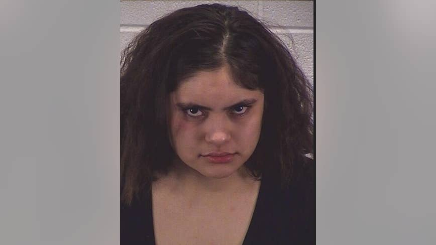 Woman charged with DUI, child endangerment after Aurora crash
