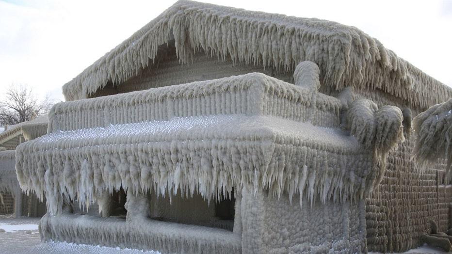 snowhouse3-resized.jpg