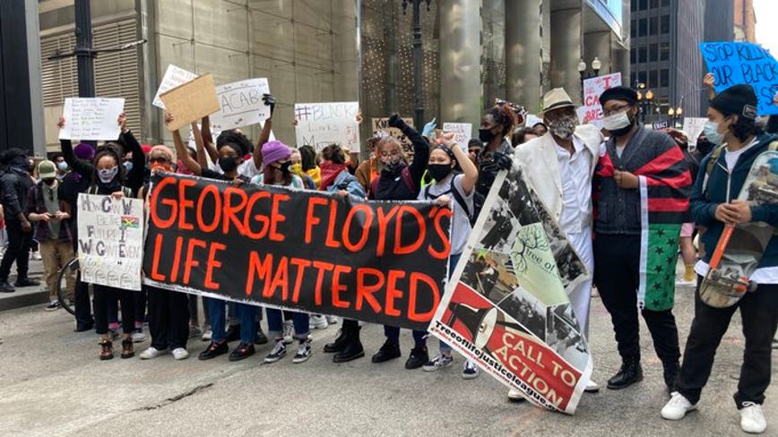 Hundreds of people in downtown Chicago protest death of George Floyd