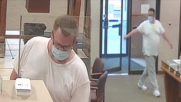 Man robs Fifth Third Bank branch in Aurora