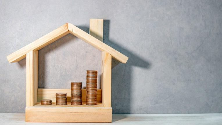 8fbc985f-Credible-refinance-money-time-iStock-1138650401.jpg