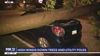 Thousands without power as storm pounds Chicago with 70 mph wind gusts