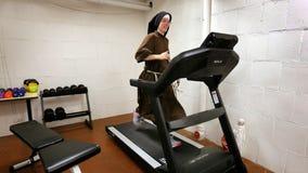 Chicago nun runs marathon on treadmill, raises $108K for charity