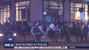 Chicago cops return fire after person shoots at officers in Loop: police
