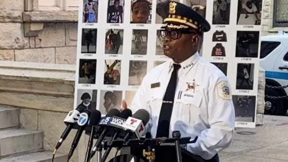 Chicago police deploying 1,000 extra officer over weekend to deter looting