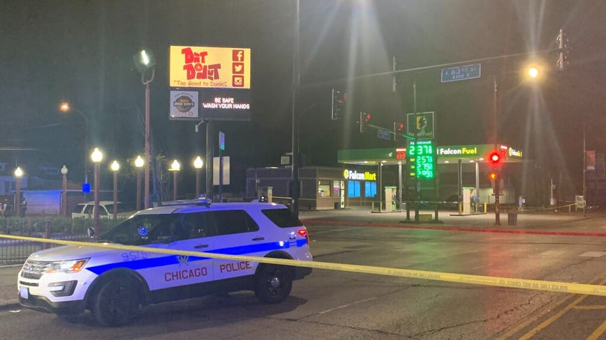 Suspect in custody after shootout with Chicago police in Chatham